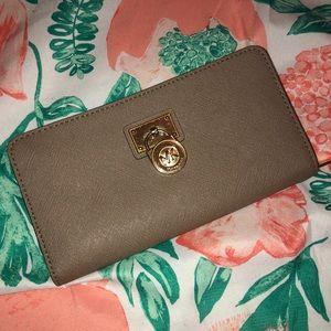 michael kors hamilton zipper wallet in dark taupe